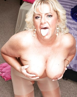 Busty Mature Lady Pictures