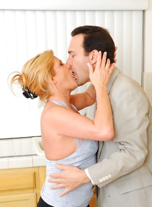 Kissing Pictures