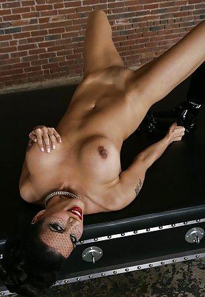 Big Mature Tits Pictures