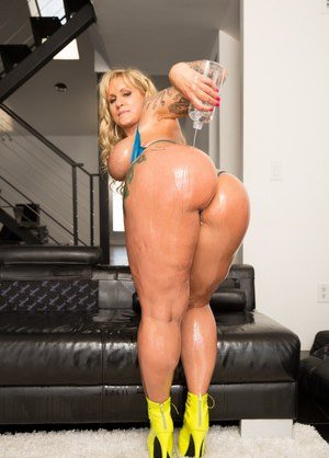 Oiled Mature Pictures
